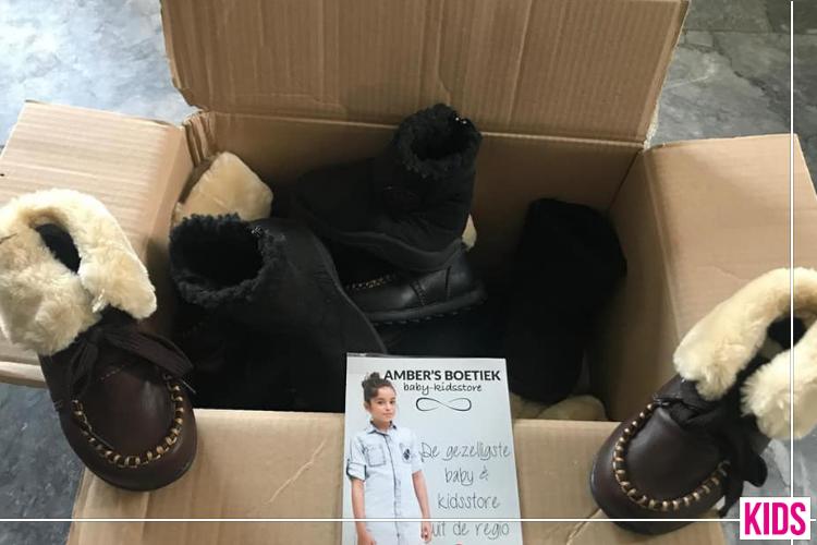 Amber's Boetiek Doneert Kinderschoenen Aan Kledingbank Ede